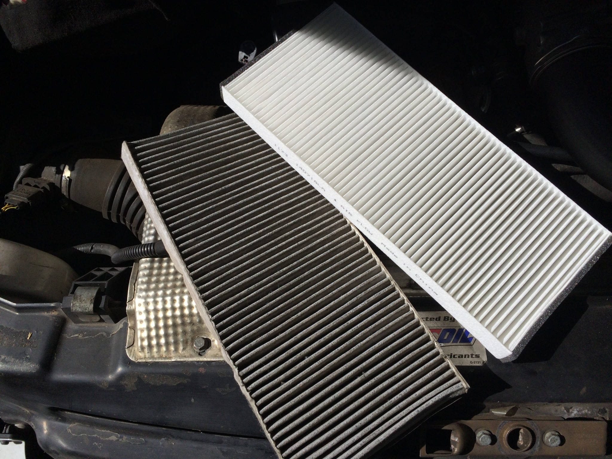 Old (left) and new (right) cabin air filter for a Sprinter T1N