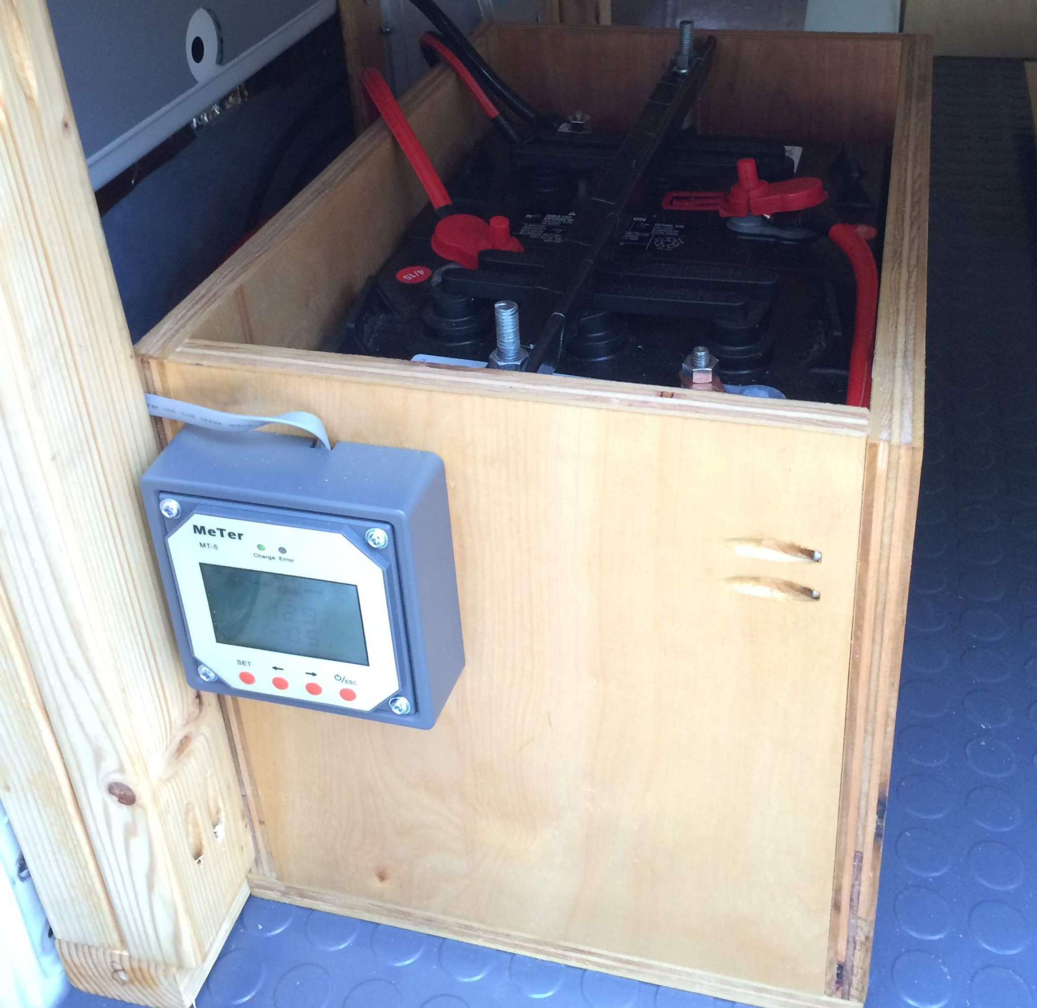 House Battery Monitoring : Sprinter van solar power install camper